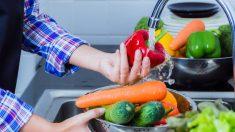 Las frutas y verduras suelen tener suciedad y restos de químicos