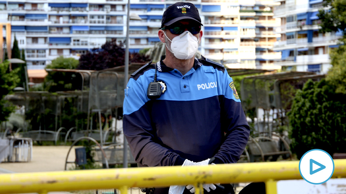 La Policía blinda la Plaza de los Príncipes en Alcorcón. (E. Falcón)