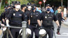 Numerosa presencia policial en las calles de Alcorcón. (E. Falcón)