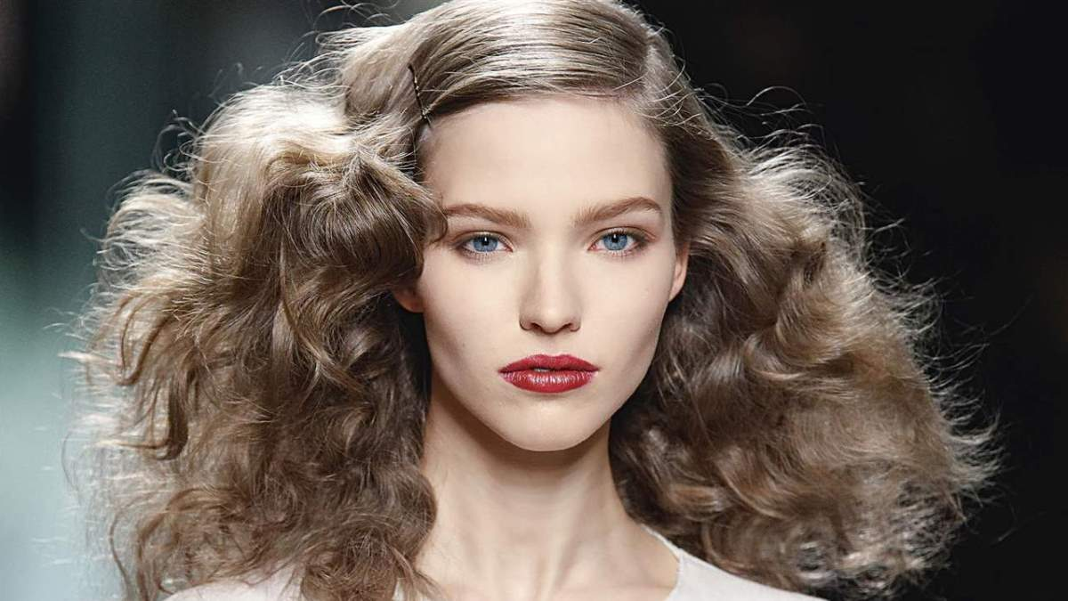 El pelo frizz puede ser una pesadilla si no lo sabes controlar