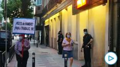 Cacerolada en la sede del PSOE en Ferraz