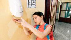 Todos los pasos para que los niños sepan usar bien el gel antiséptico para evitar el riesgo de intoxicación