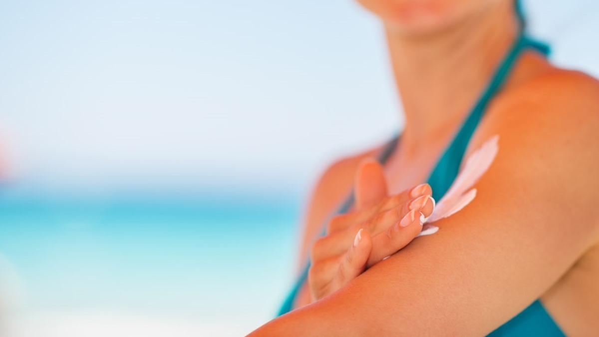 Cuidar la piel de los rayos solares es muy importante durante todo el año