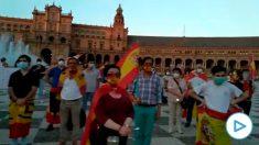 El emotivo minuto de silencio de Sevilla por las víctimas del coronavirus.