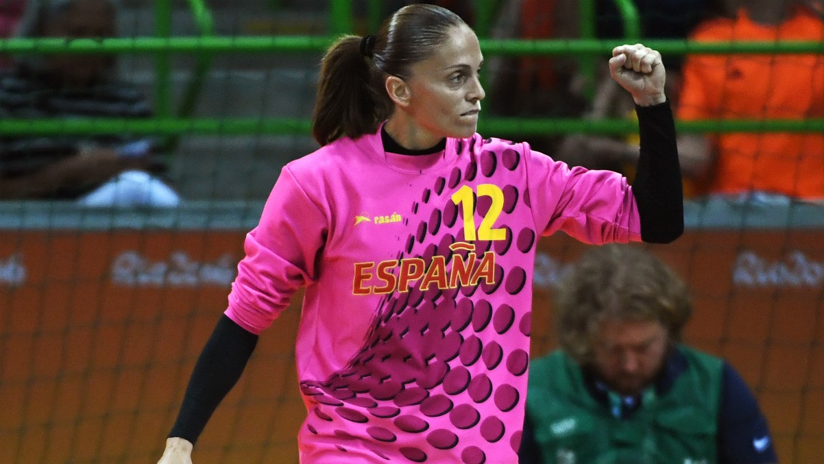 Silvia Navarro, durante un partido de España. (AFP)