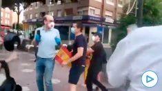 Unos antisistema intentan agredir en Castellón a manifestantes de la cacerolada contra el Gobierno.