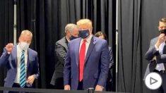 Donald Trump, pillado con mascarilla tras decir que no quería darle a la prensa el gusto de verle con ella.