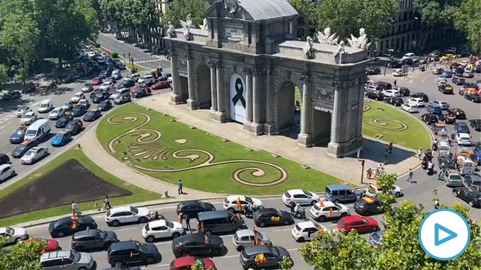 La Plaza de la Independencia colapsada por las protestas contra el Gobierno de Sánchez.