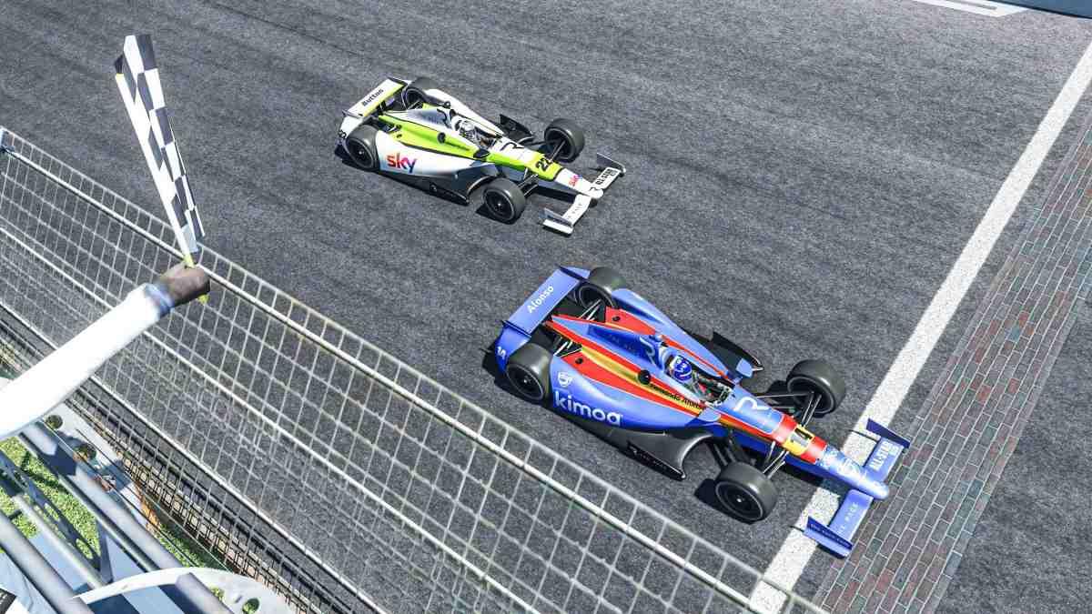 ernando Alonso con el Dallara DW12. (@Alo_oficial)