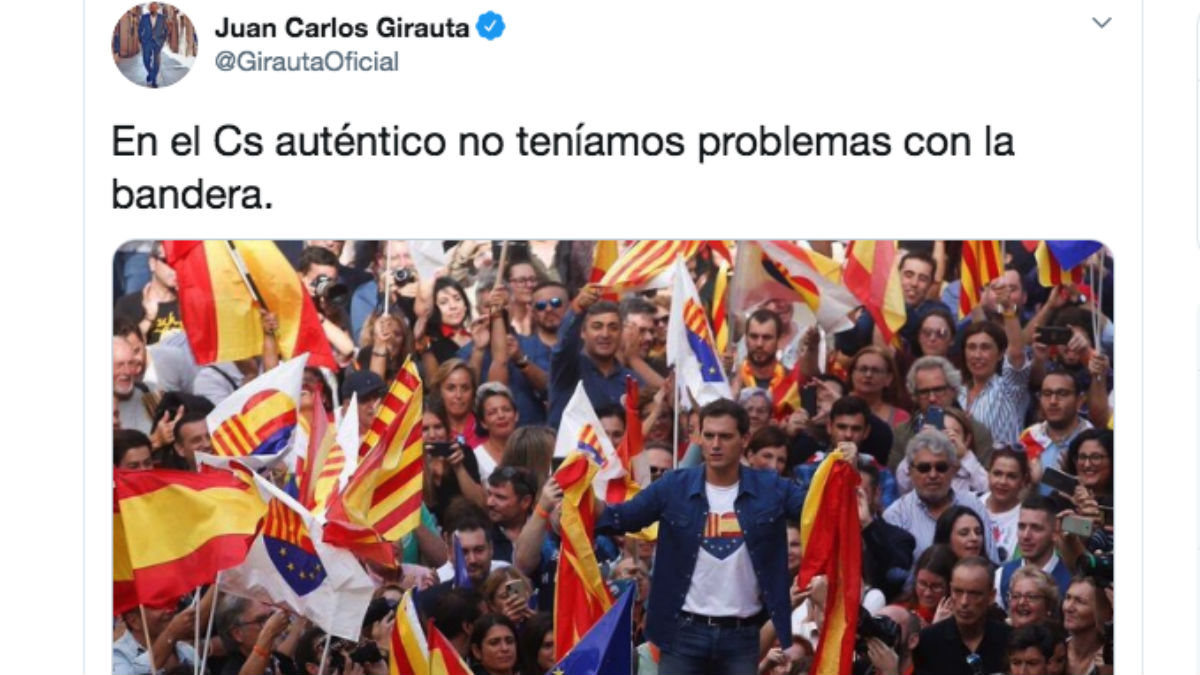 Girauta recuerda que Ciudadanos siempre ha utilizado la bandera española y la europea en sus actos públicos.