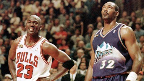 Michael Jordan y Malone. (AFP)