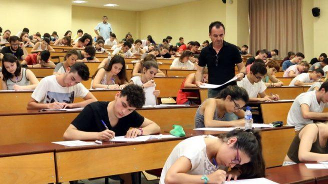 Estas son las mejores universidades para estudiar las carreras con más empleo tras la EBAU