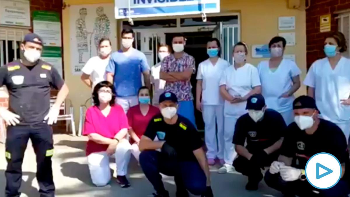 Bomberos de Cáceres y personal de una residencia de mayores alertan del traslado de pacientes como «animales».