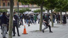 Proetarras se enfrentan a la Policía en Pamplona. Foto: Europa Press