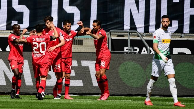 El Leverkusen celebra un gol en su victoria en el estadio del Gladbach (AFP).