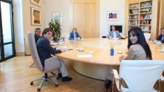José Luis Martínez-Almeida y Begoña Villacís en la reunión con los portavoces de los grupos municipales. Foto: EP
