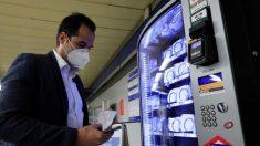 Máquinas expendedoras de mascarillas en Metro Madrid