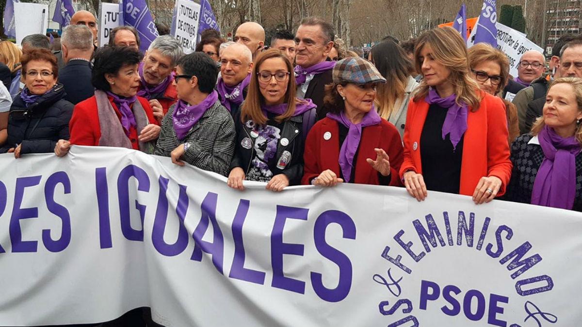El delegado del Gobierno, José Manuel Franco, junto a ministras del PSOE y Begoña Gómez el pasado 8-M.