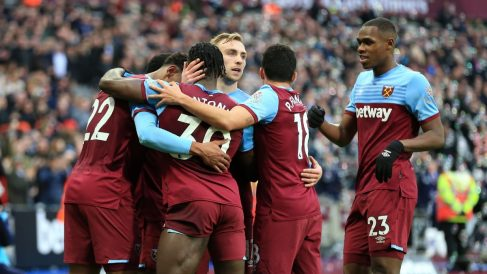 Los jugadores del West Ham celebran un gol (Getty).