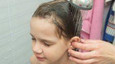 Todos los pasos para limpiar los oídos de los niños sin usar bastoncillos