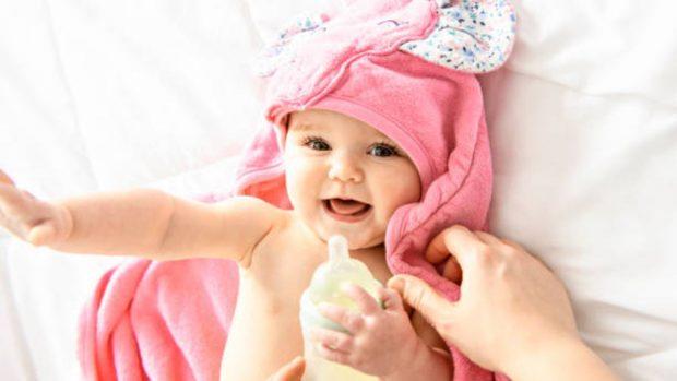 Cómo limpiar los oídos de los niños sin utilizar bastoncillos de algodón