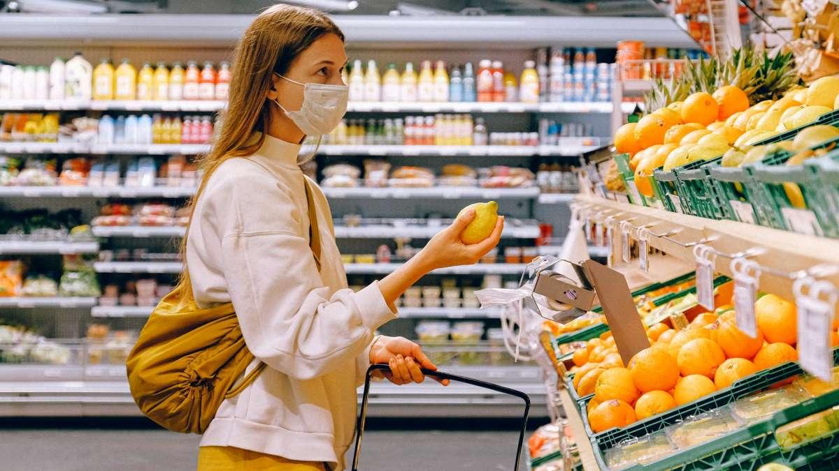 El uso de mascarillas es habitual ya entre la población española
