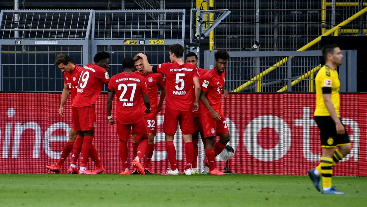 Los jugadores del Bayern celebran el gol de Kimmich. (Getty)