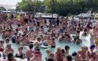 Organizan una fiesta en la piscina en Estados Unidos, y varios acaban infectados de coronavirus