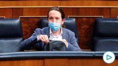 El vicepresidente segundo del Gobierno, Pablo Iglesias, sentado en su escaño del Congreso con mascarilla. (Foto: Europa Press)
