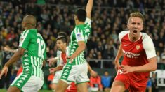 De Jong celebra un gol durante el Betis – Sevilla de la primera vuelta. (EFE)