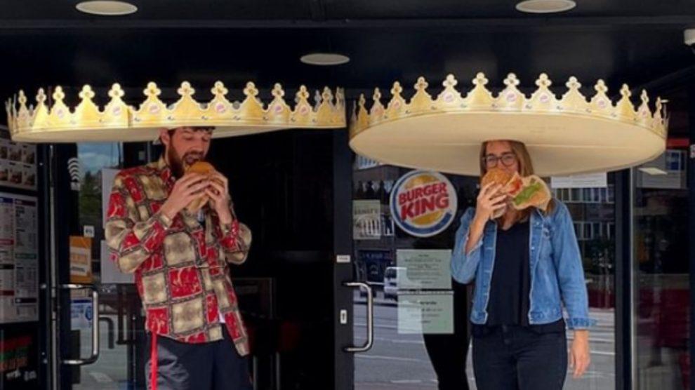 Burger King Alemania mantiene la distancia de seguridad con coronas gigantes