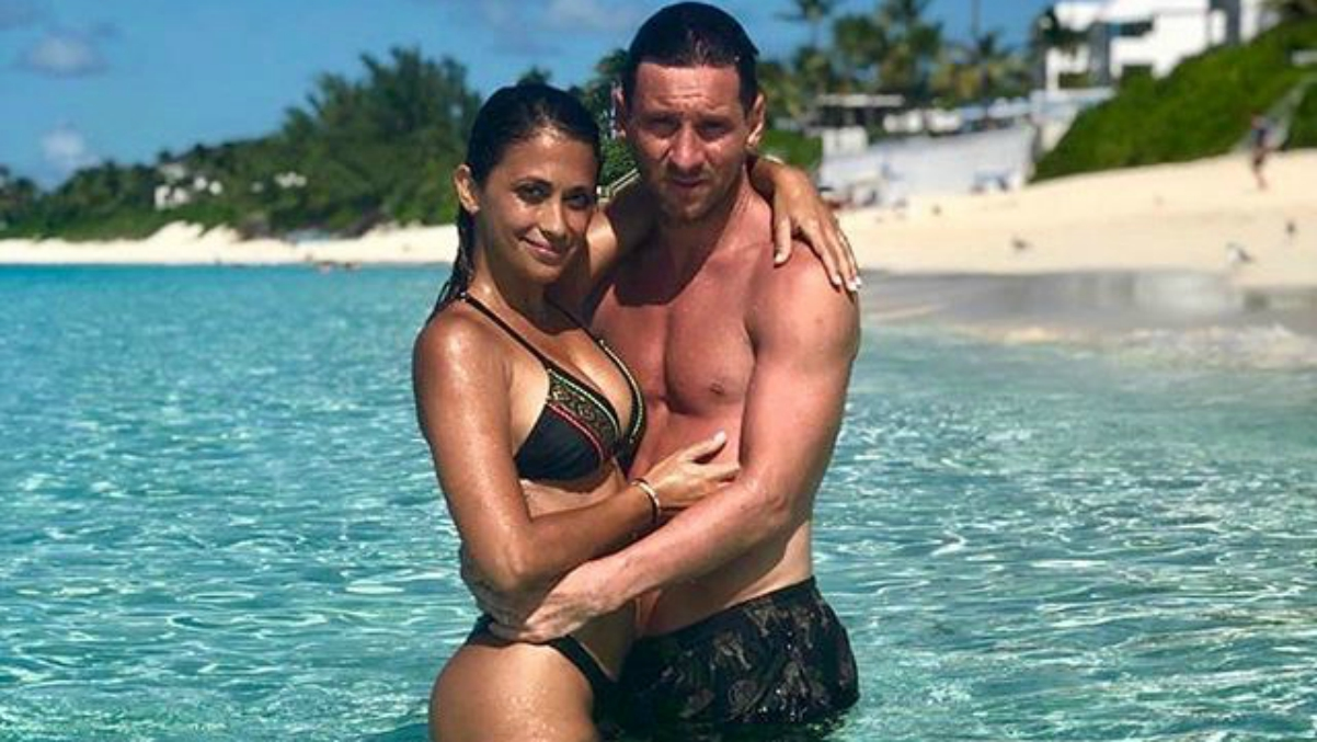 Antonella Roccuzzo y Messi, de vacaciones.