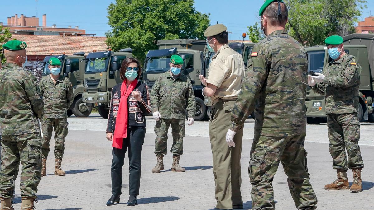La ministra de Defensa, Margarita Robles, durante una visita reciente a una Agrupación de Transporte del Ejército de Tierra.
