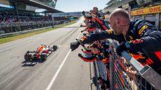 Los mecánicos de Red Bull celebran el triunfo de Verstappen en el Gp de Austria de 2019. (Getty)