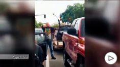 Un hombre recibe una brutal paliza en Salt Lake City tras amenazar a un grupo de manifestantes con un arco
