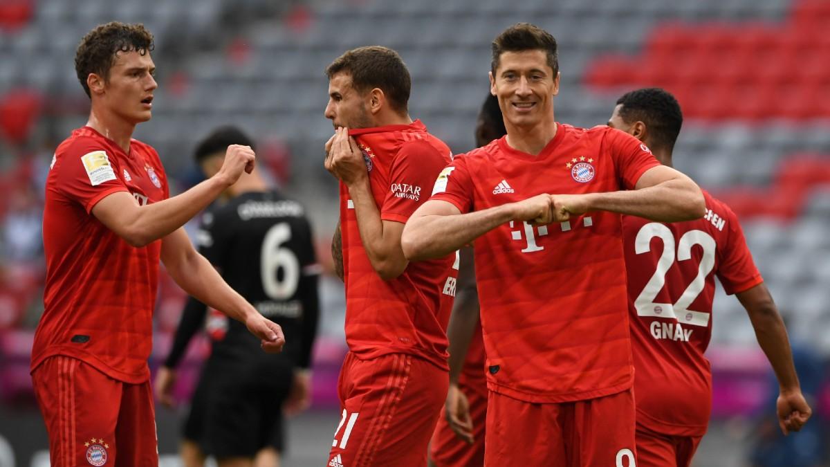 Robert Lewandowski celebra uno de los goles ante el Fortuna Dusseldorf (AFP).