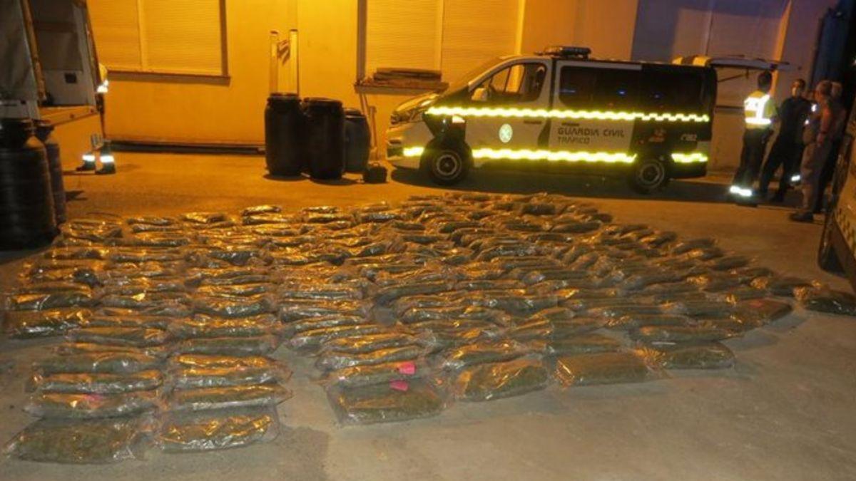 Localizan un cargamento de 257 kilos de droga oculta en vísceras de animales