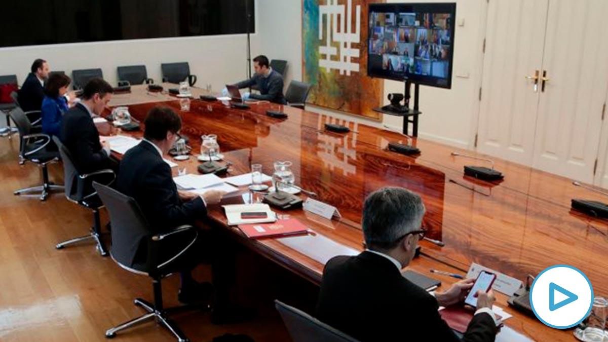 El presidente del Gobierno Pedro Sánchez durante la videoconferencia con los presidentes de Comunidades Autónomas. (Foto: EFE/ J. M. Cuadrado POOL)