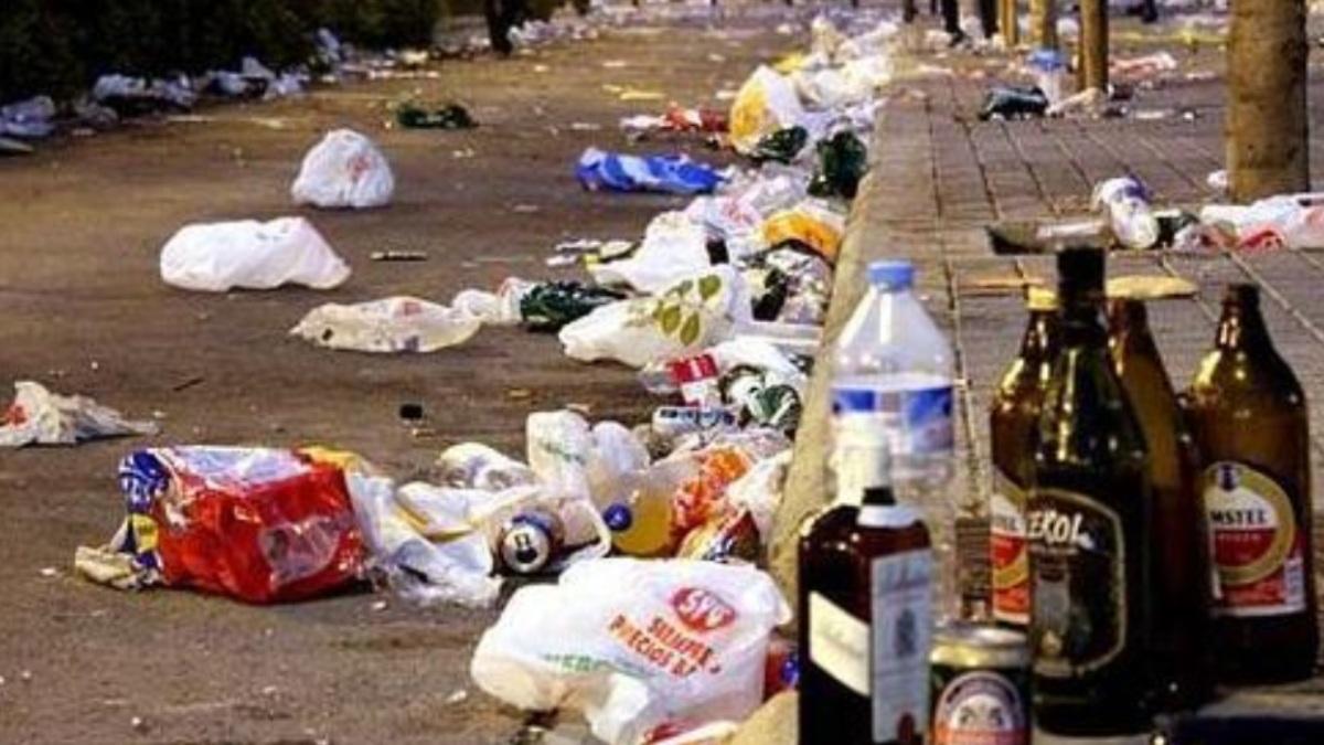 El 'cachondeo' de los jóvenes en la Sevilla del socialista Espadas: 428 denuncias por botellón este viernes.