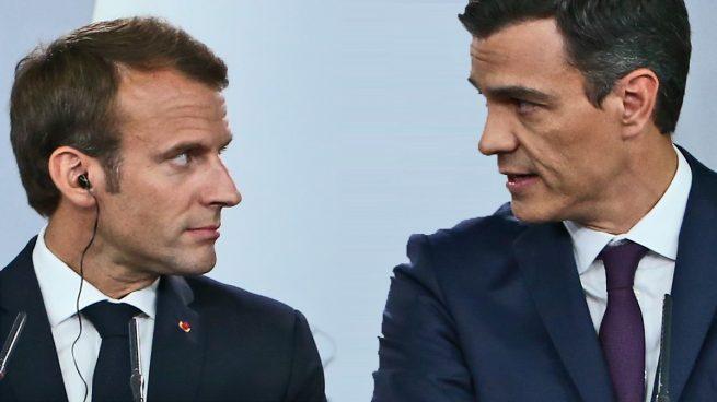 Macron promete seis veces más dinero que Sánchez para salvar al sector turístico