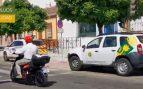 La torpeza del alcalde socialista de Bormujos: se salta un semáforo en la presentación de las motos de alquiler.