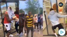 La violenta protesta racial en Gerona acaba con el asalto a un supermercado.