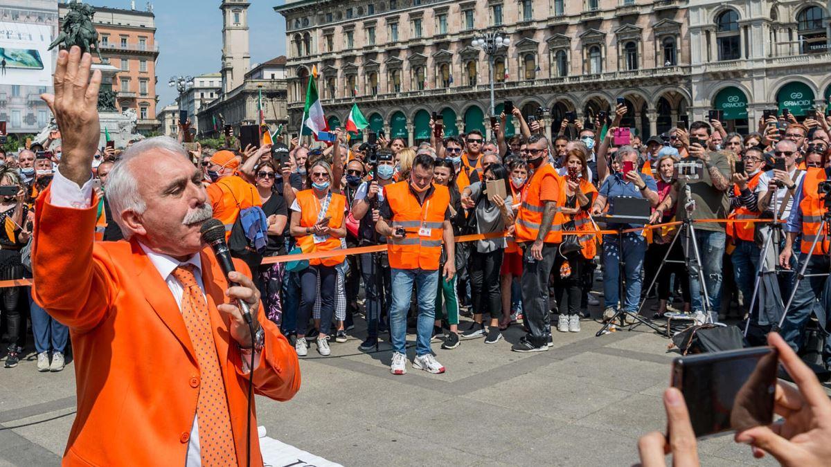 En Italia se manifiestan asegurando que el coronavirus es un invento del gobierno