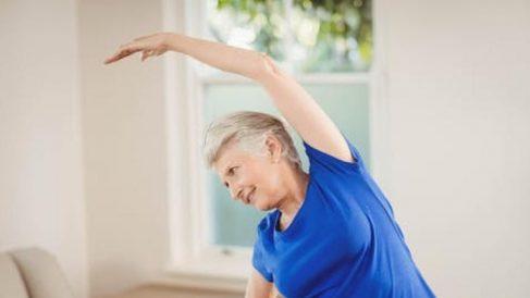 Anciana haciendo ejercicio
