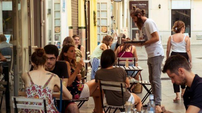 La razón por la que ya no hay servilleteros en las terrazas de los bares