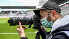 Un fotógrafo en un partido de la Bundesliga. (Getty)
