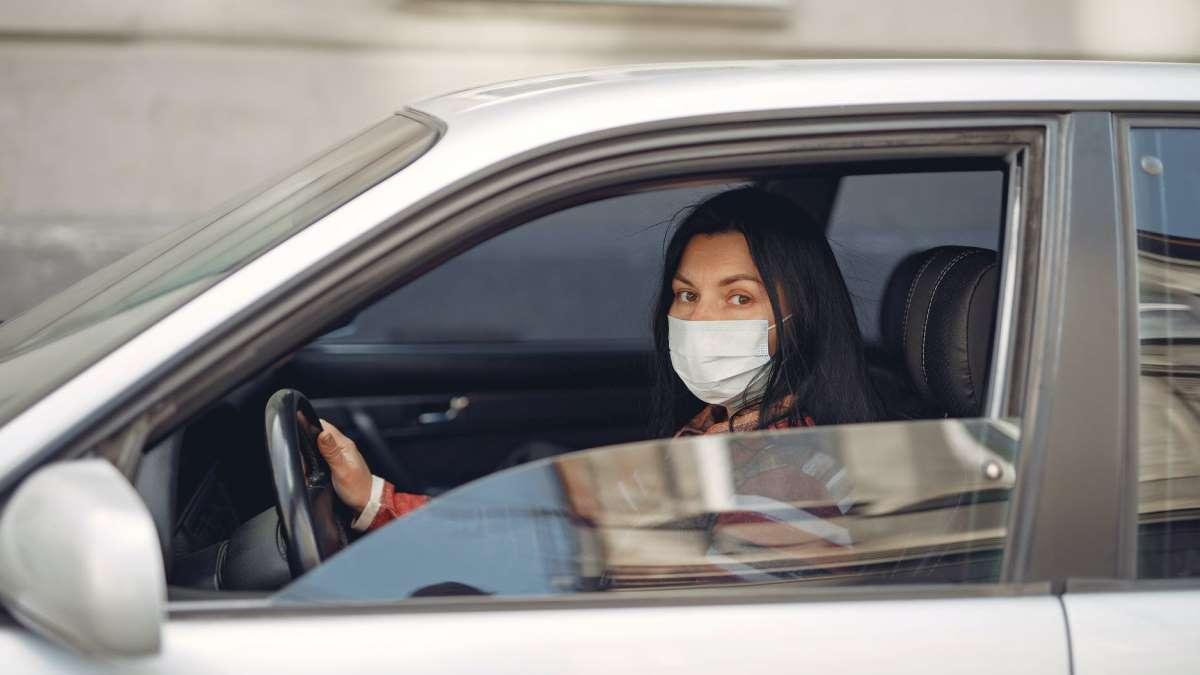 Ir sin mascarilla en el coche puede salir caro