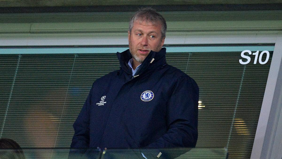 Roman Abramovich, en el palco del Chelsea. (afp)