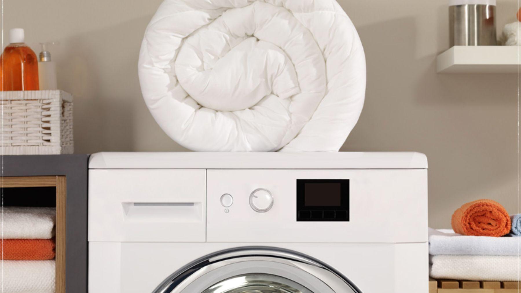 Descubre las pautas clave para lavar el edredón en la lavadora