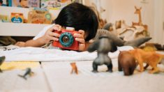 Pasos para hacer una sencilla cámara de fotos con los niños